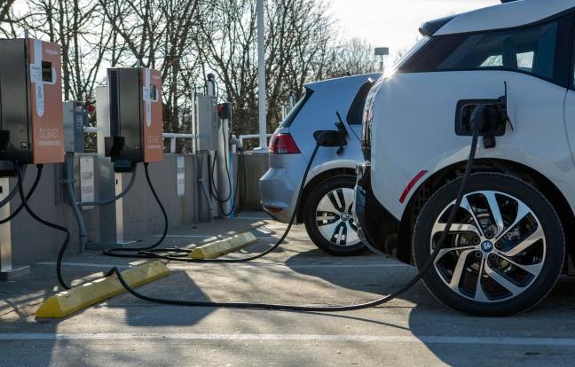 Зарядная станция для электромобилей