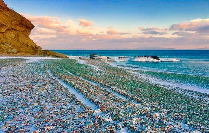 Стеклянные пляжи Калифорнии и Уссурийского залива